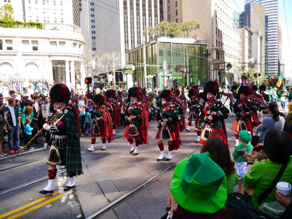 三月就是要喝綠啤、戴綠帽!舊金山聖派翠克節遊行:SF St. Patrick's Day Parade
