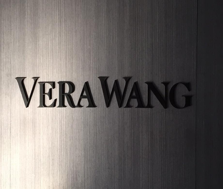 女孩與她的Vera Wang